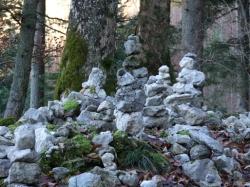 Bis heute hüten die AhnInnensteine den Eingang in die Welt der Göttin