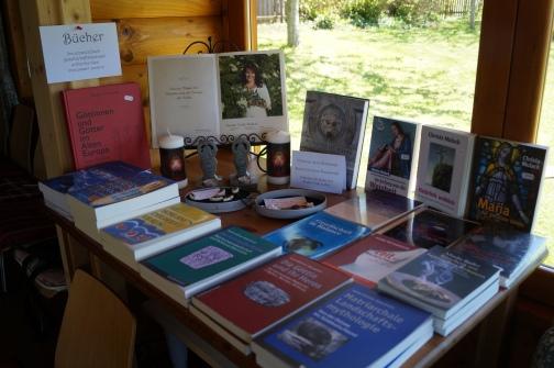 17-04-30 Walpurgisritual Büchertisch (2)