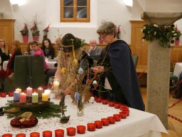 17-12-06 Erdenfrau Buchpräsentation Gmachl (19)